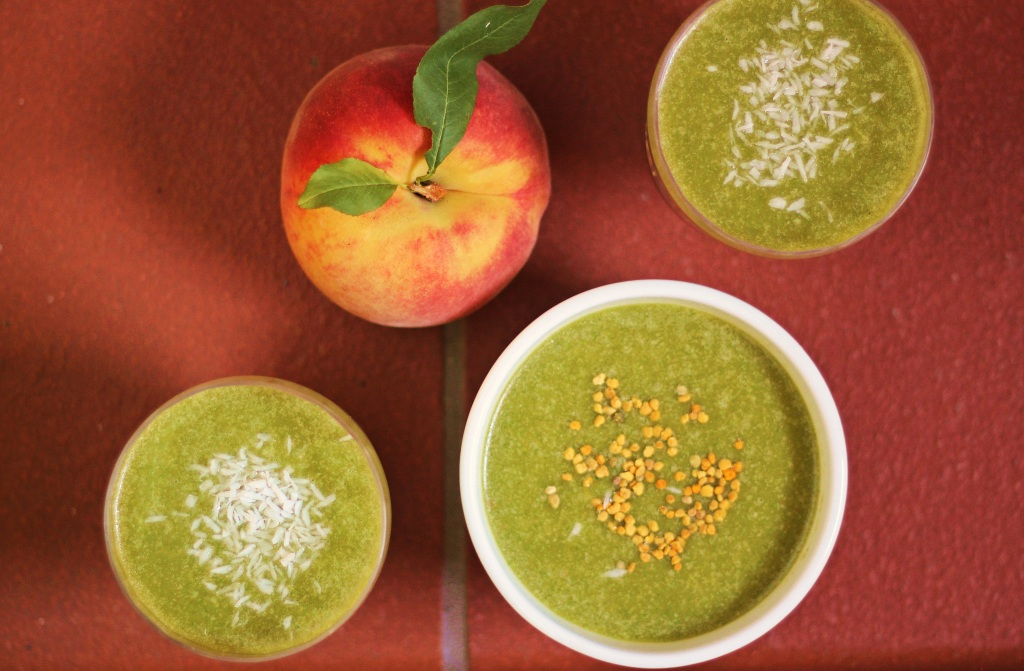 Green peach smoothies with bee pollen and coconut