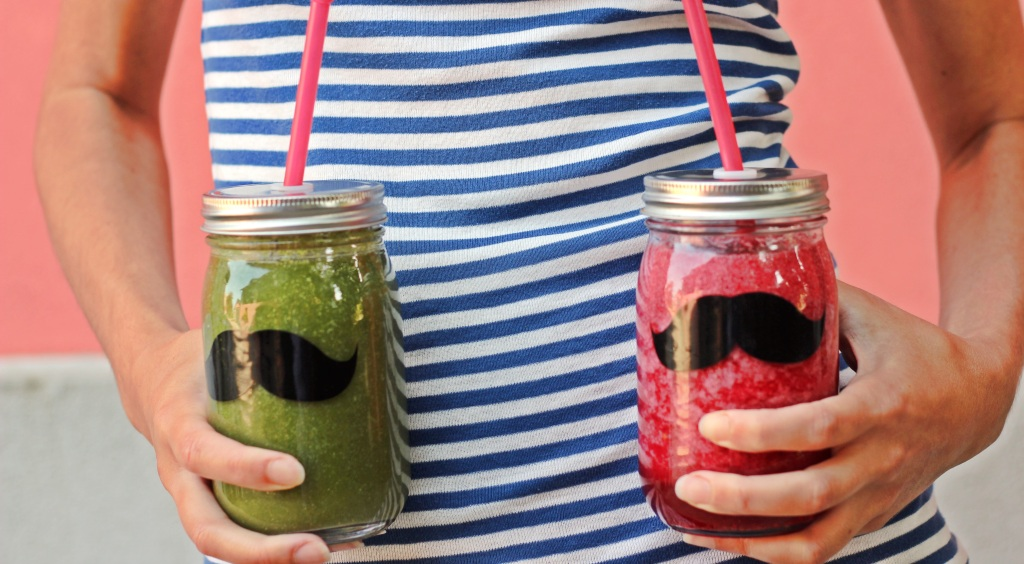 Green smoothie + berry smoothie + Susanna